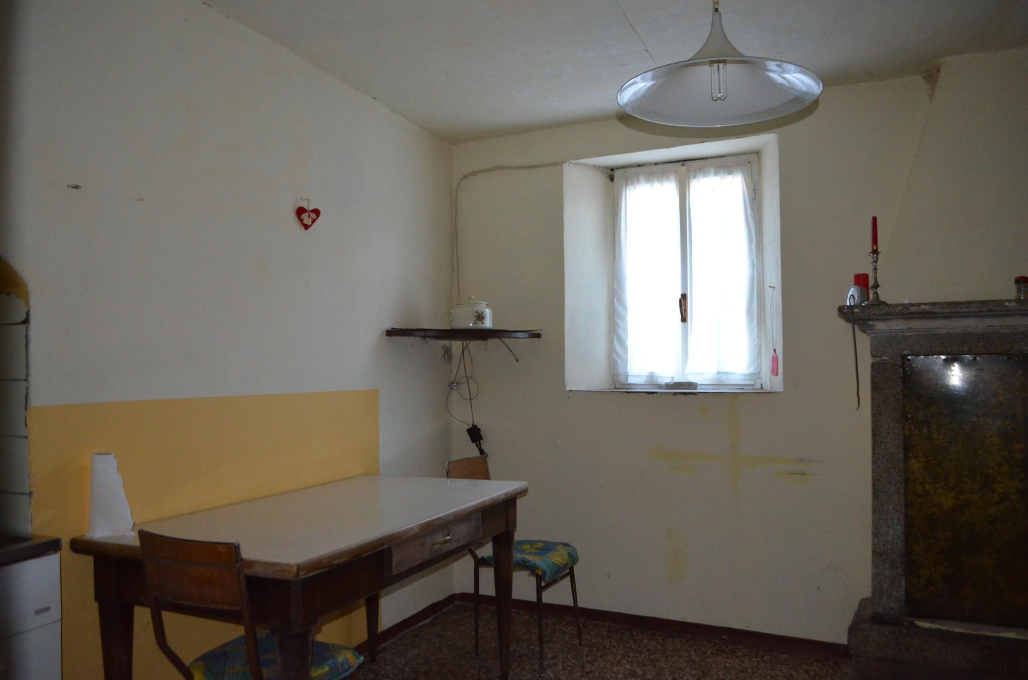 Bergomi immobiliare adrara san rocco in piccolo borgo for Lotti in piano casa fronte lago